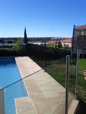 Aluminium pool fence black